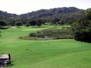 2.  An easy downhill par 3 at Garra de Leon.   (mf)